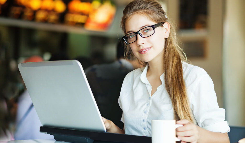 Potential Online Businesses for Online Betting Fans to Start Your Career